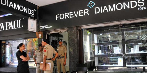 robbery case in forever diamond showroom of sector 17
