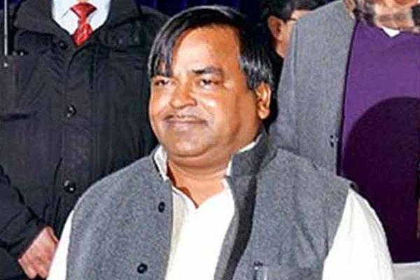 gayatri prajapati rape accused absconding
