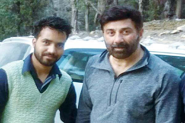 sunny deol returned from mumbai to manali  preparation for shooting