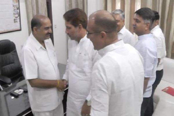 umesh agrawal meets with the organization minister
