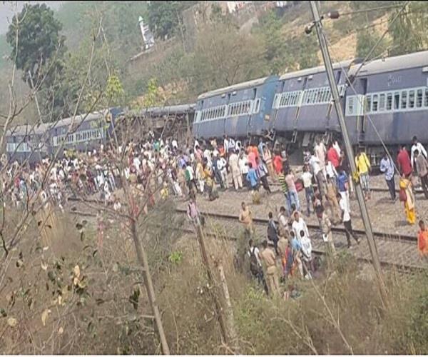up palti rajarani express near kosi bridge in rampur 8 bins derailed