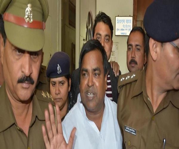police officer assisting gayatri prajapati on order of yogi sarkar suspended