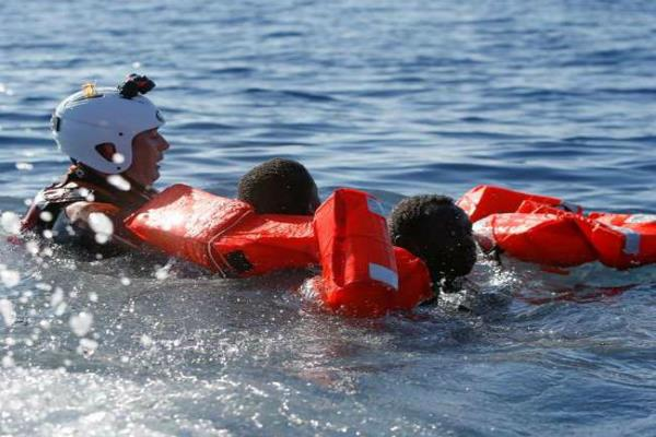 more than 2000 migrants rescued in dramatic day in mediterranean