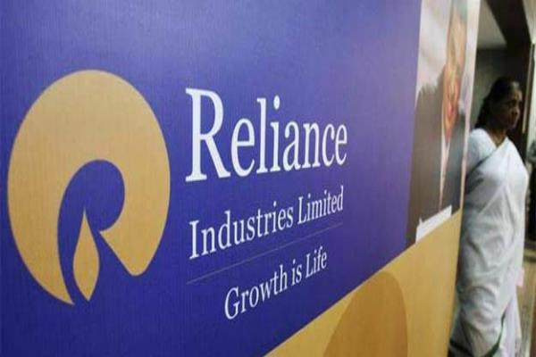 ril closes in on tcs for top m cap ranking