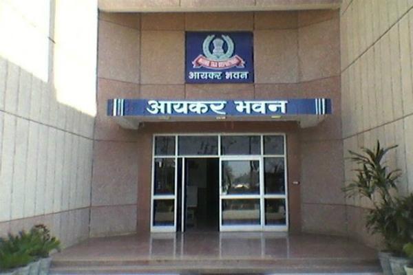 i t dept searches in tn  karnataka  kerala against ponzi ops