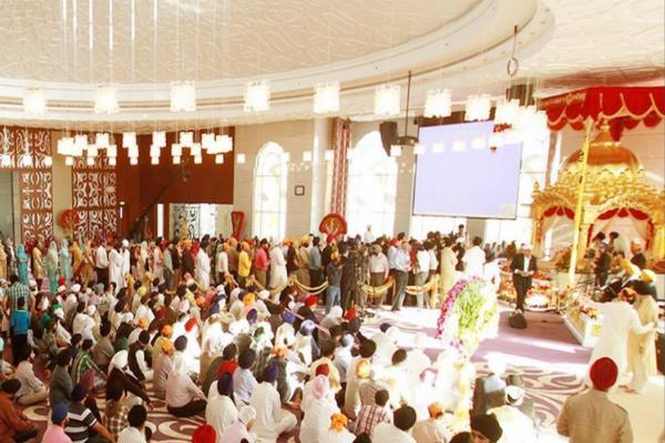 dubai gurudwaras make world record by serving breakfast for people