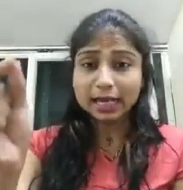 a girl  s video viral on bhushan