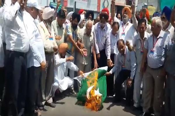 pakistan flag protested against kupwara assault
