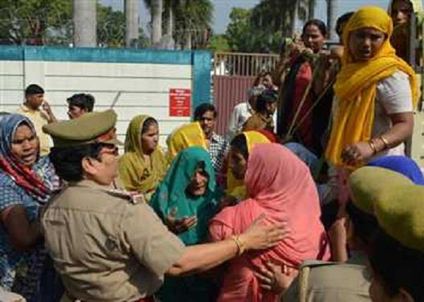meerut the family reached dm home with the dead body