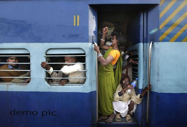 8 passengers seated at the train gate leaving kanpur 3 killed