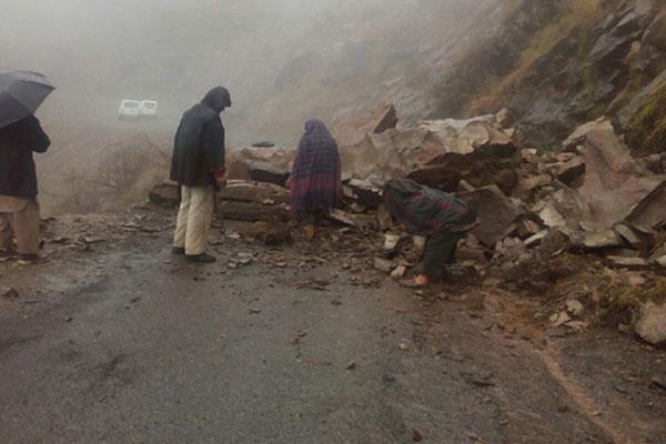 landslide on batote kishtwar road