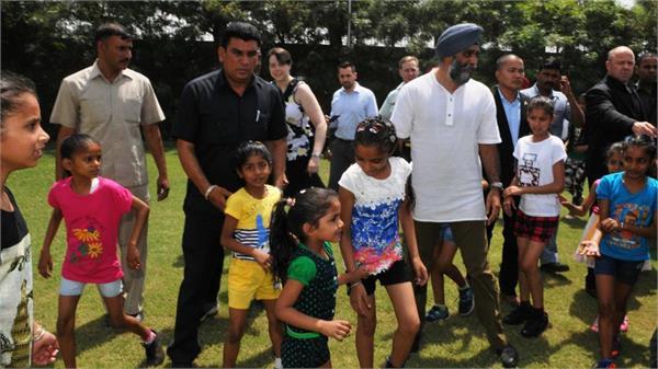 canada defence minister reached jalandhar unique home