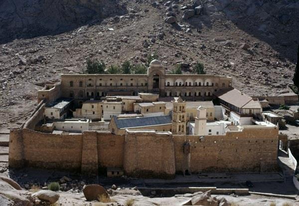 egypt  attack near st catherine  s monastery 1 killed  4 injured