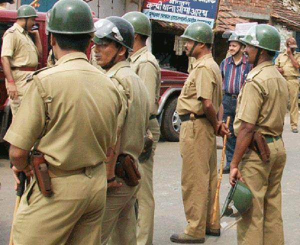 three policemen suspended for shooting a trader in mathura
