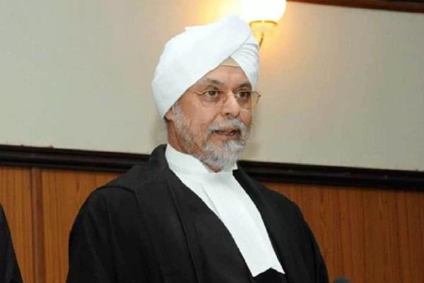 chief justice quits lawyers in courtroom