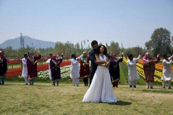 bollywod movie shoot in kashmir s tulip garden