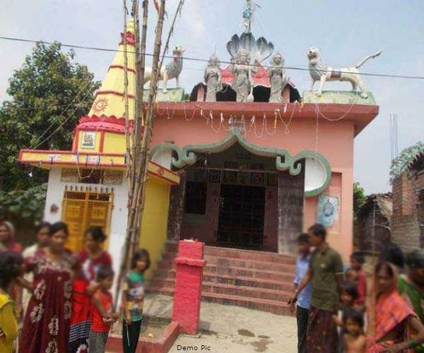 priest in yogiraj prevented dalit from going to temple