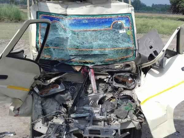 truck magic loader tremendous collision in amethi 4 painful death