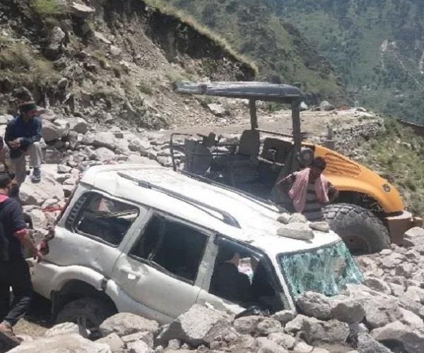 kinnaur with cloud bursting destruction many cars and cattle missing