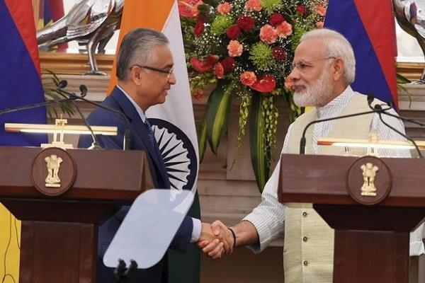 india announces  500 million assistance to mauritius