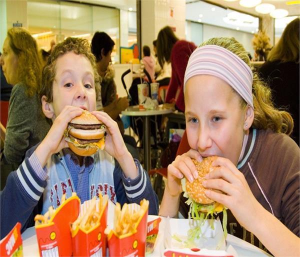 Junk Food खाने से बच्चों में हो रही हैं, ये समस्याएं