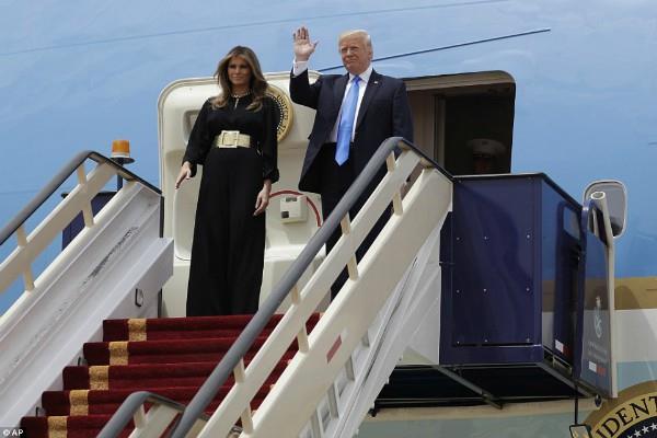 trumps wife didnot wear hijab in saudi arabia after german chancellor