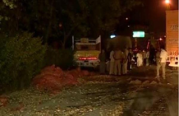 yamuna expressway collides with a truck full of sesame seeds 2 death