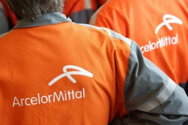 arcelormittal  s net profit is one billion dollars