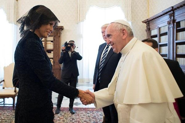 pope francis jokingly asks first lady melania about trump