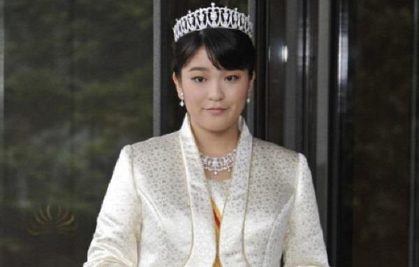 japanese princess gives up crown for love