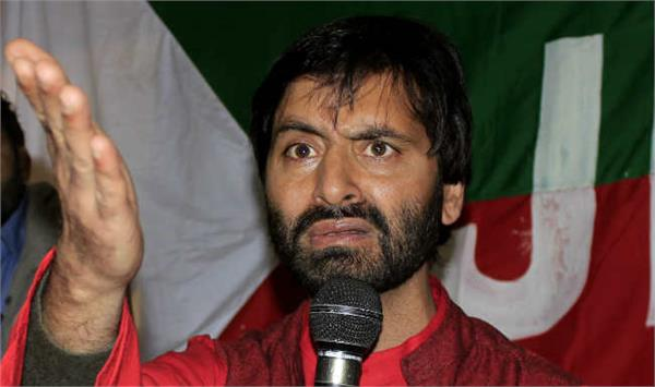 yaseen malik misbehaved with media reporter
