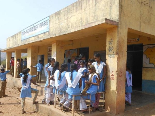 government schools in up crisp  7 lakh students fall in four years