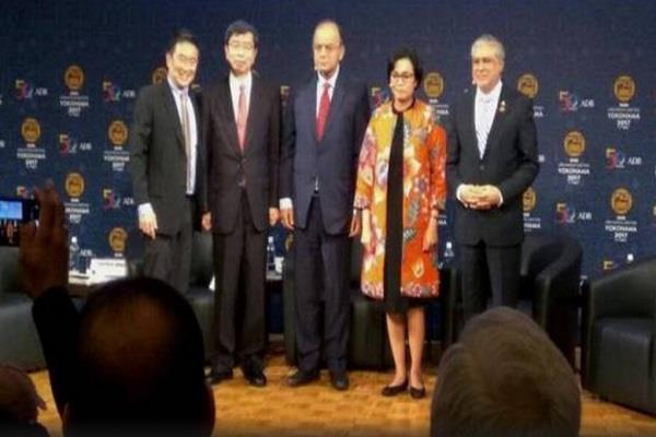 jaitley and pak minister came together on stage