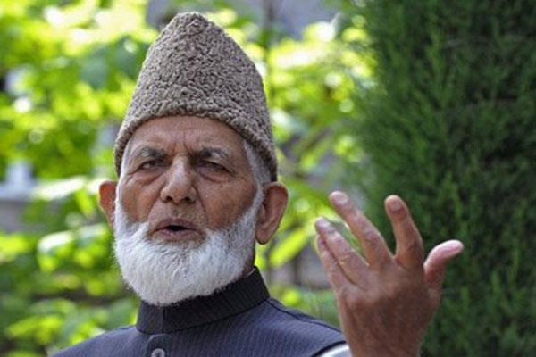 no threat for amarnath yatris said geelani
