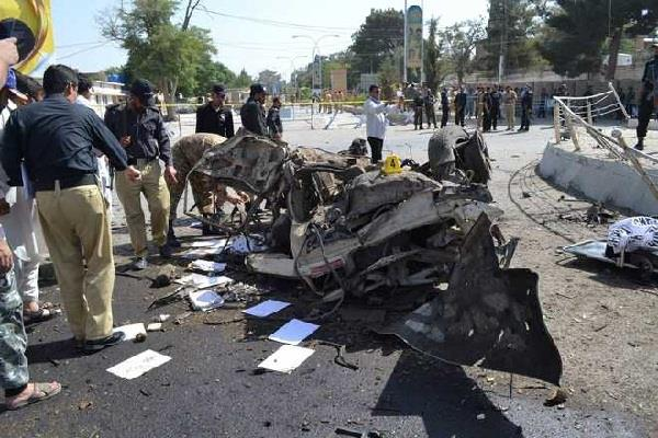 15 killed many injured in pakistan
