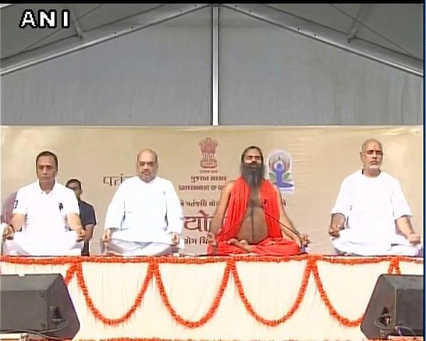 amit shah yoga with baba ramdev