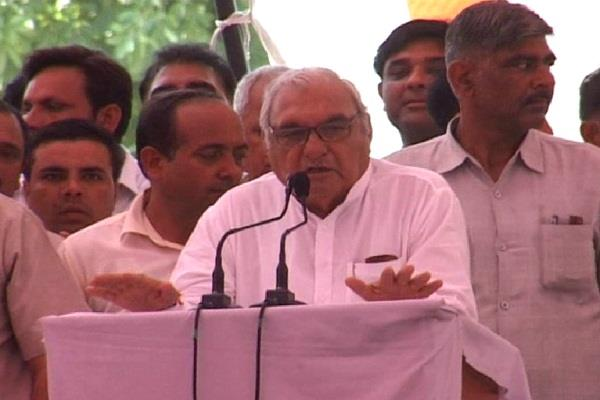 former chief minister hooda pays justice to farmer panchayat