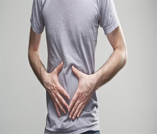 पेट में अल्सर के जानें यह 8 लक्षण