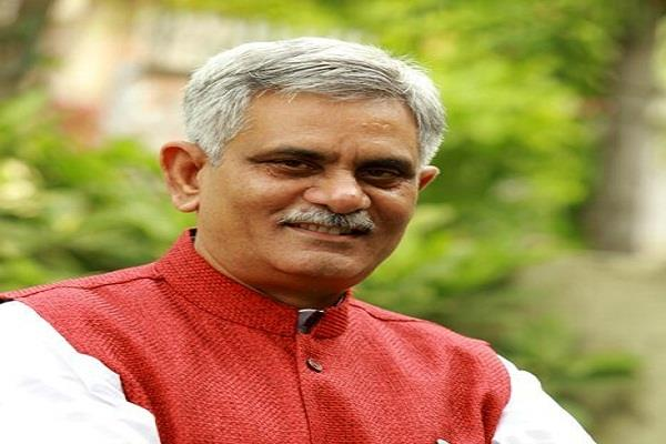 manish grover said kejriwal has become corrupt begging from congress for help