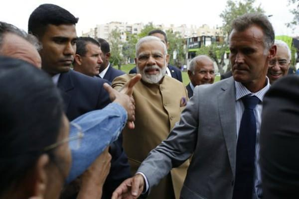 pm modi refused to get out of the car until cameraman arrives in portugal
