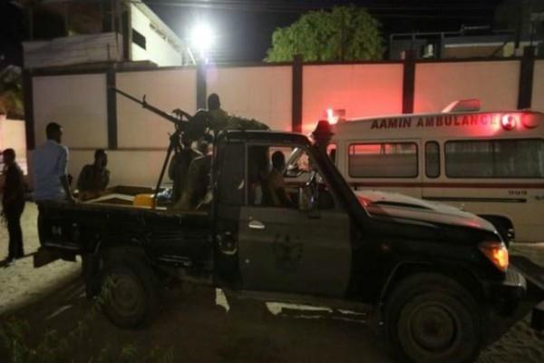 somalia suicide car bomber targets mogadishu restaurant