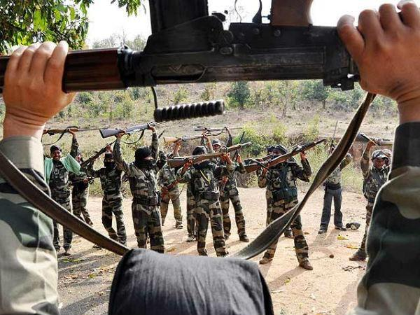 chhattisgarh  thirteen naxalite arrested  one killed