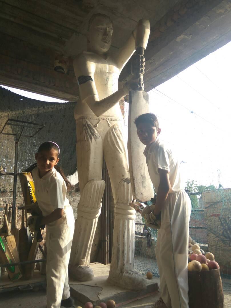 eklavya of kalyug  do practice in front of sachin statue