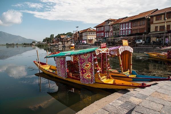 tourist season destroid in jammu and kashmir
