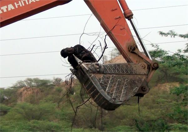 dead body found in pit