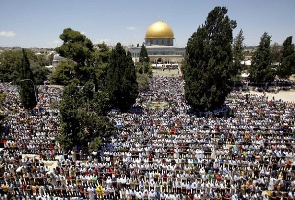 despite the ban in al aqsa millions of muslims paid prayer