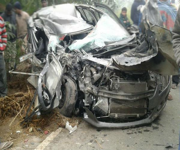 tremendous collision of the car and the truck  painful death of 3