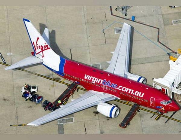 passengers jump from plane after bomb threaten
