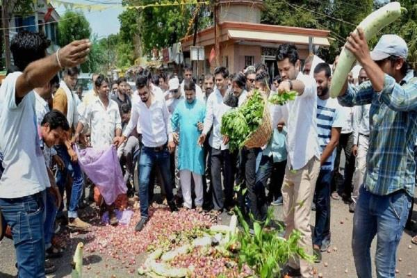 chhattisgarh farmers protest after madhya pradesh