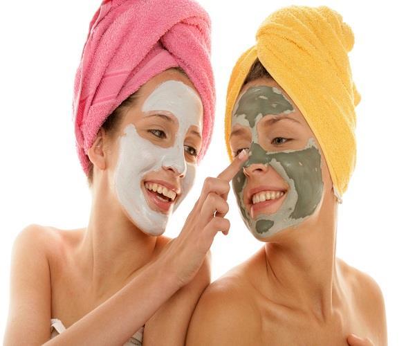 गर्मी में त्वचा की देखभाल के लिए इस्तेमाल करें ये घरेलू फेसपैक